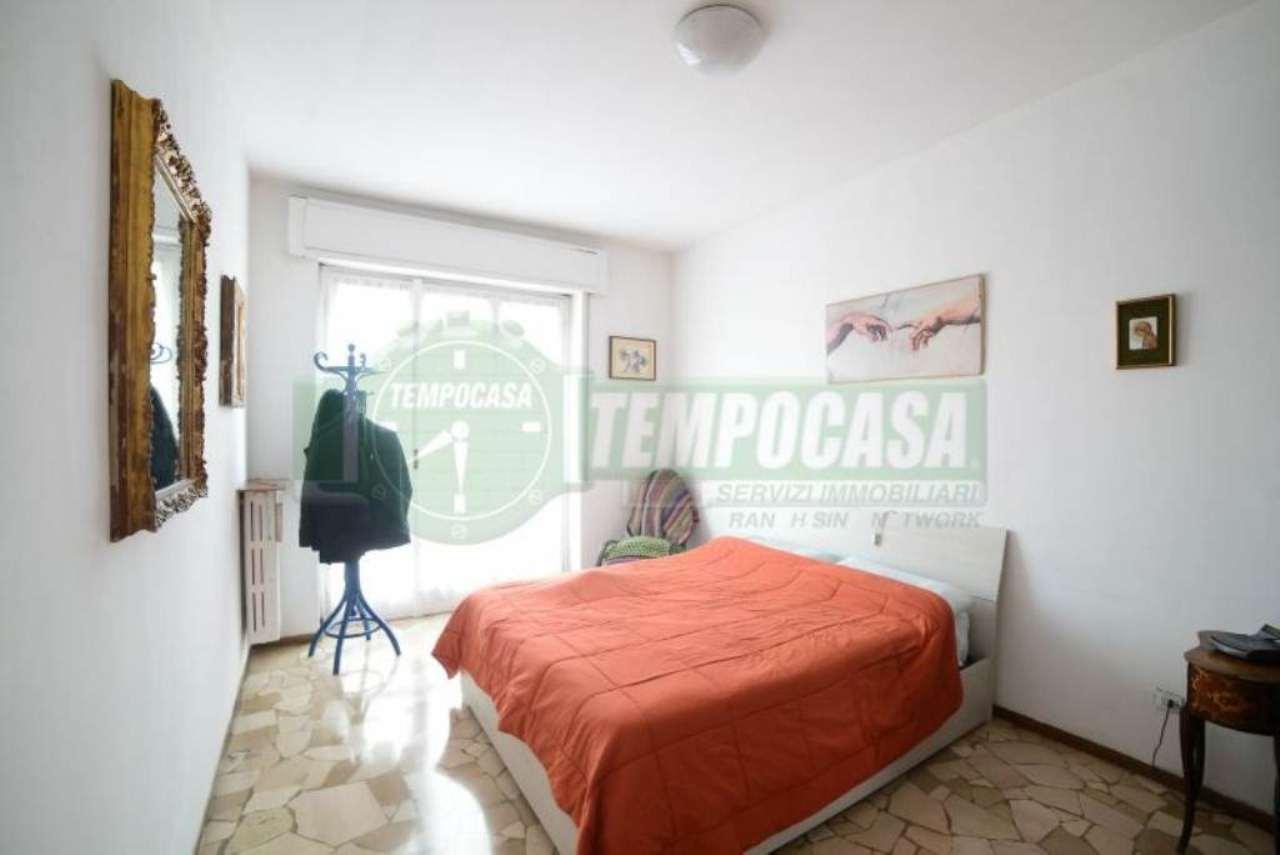 Bilocale Milano Via Arrivabene 7