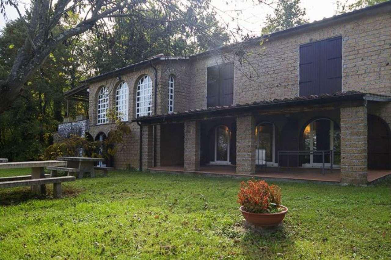 Villa in vendita a Orte, 10 locali, prezzo € 550.000 | Cambio Casa.it