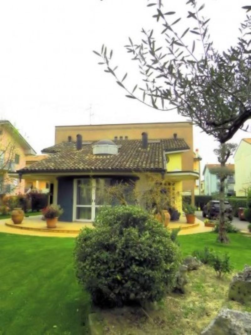 Villa in vendita a Forlimpopoli, 6 locali, Trattative riservate   CambioCasa.it