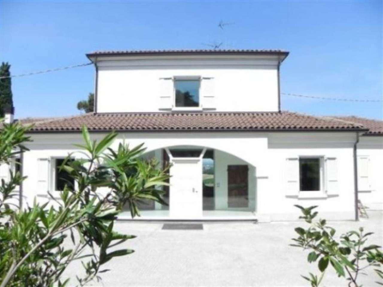 Villa in vendita a Bertinoro, 6 locali, Trattative riservate | CambioCasa.it