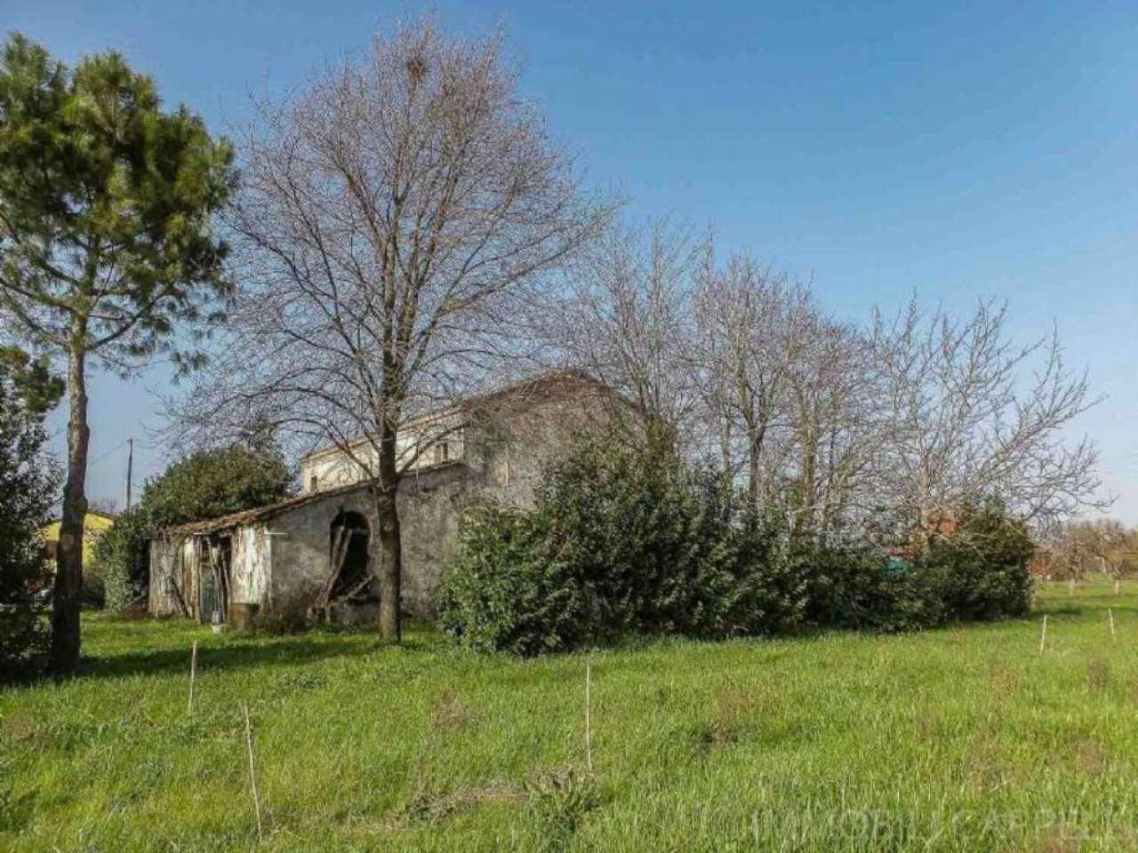 Soluzione Indipendente in vendita a Cesena, 10 locali, prezzo € 150.000   CambioCasa.it