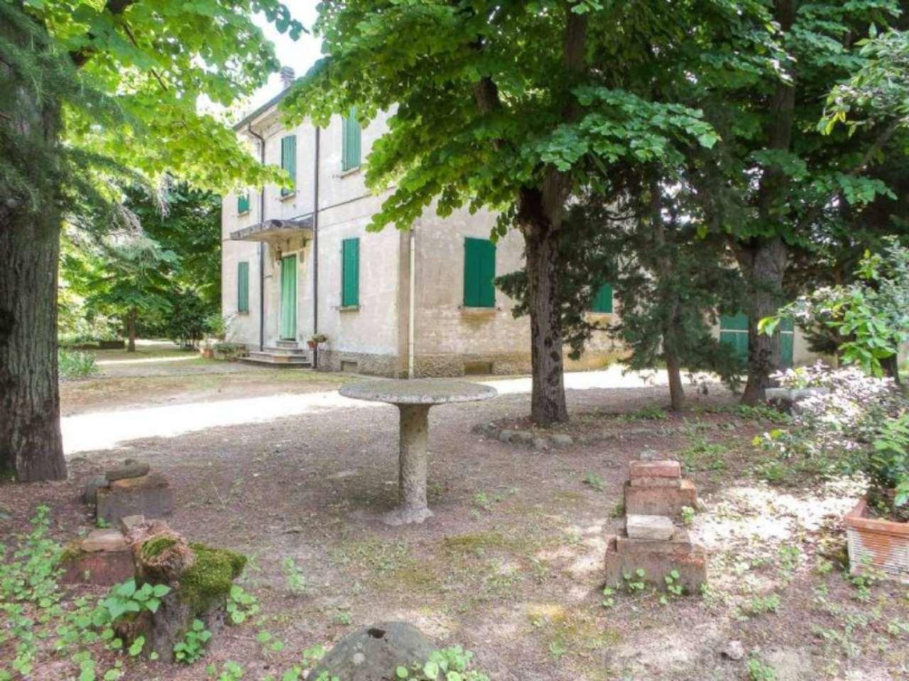Palazzo / Stabile in vendita a Cesena, 10 locali, Trattative riservate | CambioCasa.it