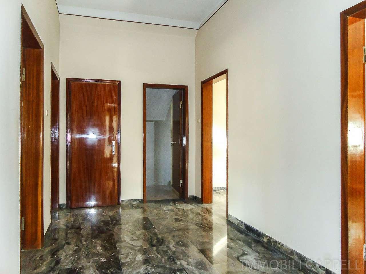 Soluzione Indipendente in vendita a Cesena, 8 locali, prezzo € 245.000   CambioCasa.it