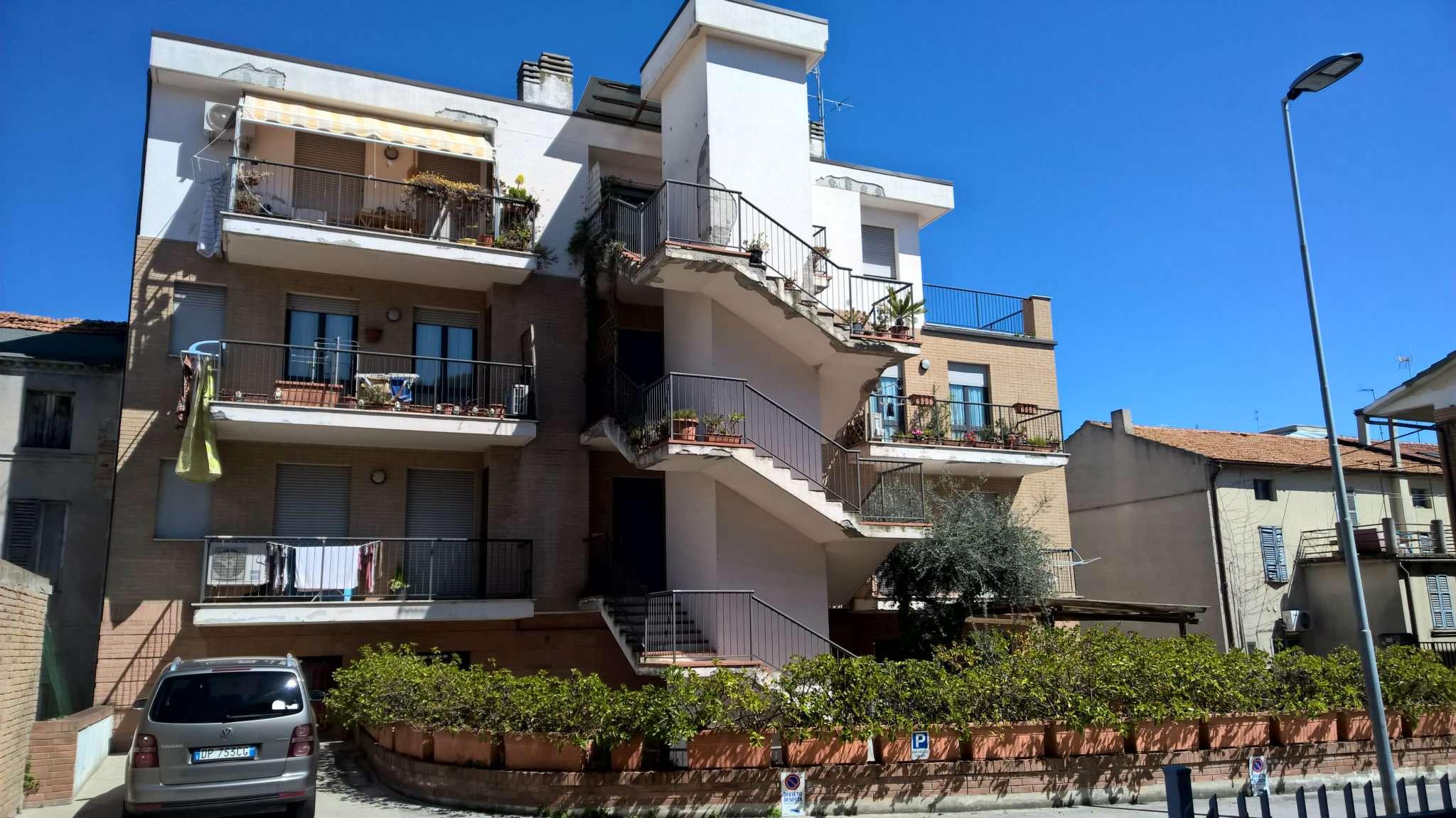 Appartamento in vendita a Porto Sant'Elpidio, 6 locali, prezzo € 86.000 | Cambio Casa.it