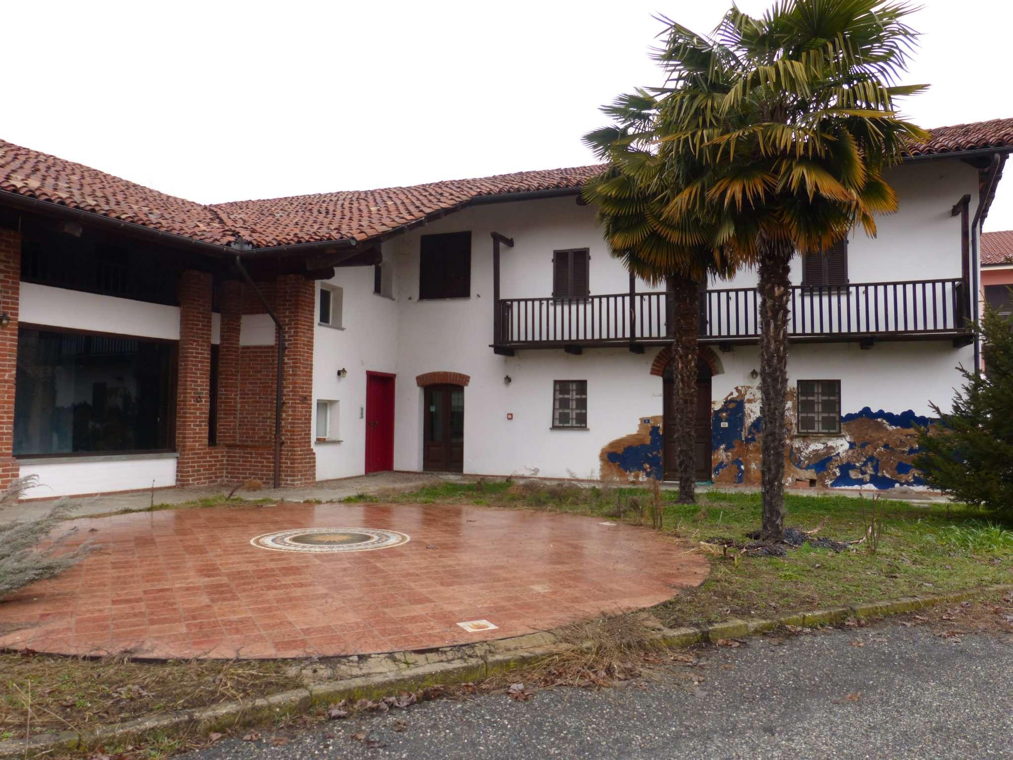 Soluzione Indipendente in vendita a Bene Vagienna, 8 locali, prezzo € 450.000 | CambioCasa.it