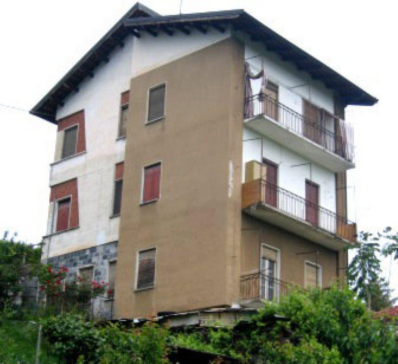 Soluzione Indipendente in vendita a Fossano, 11 locali, prezzo € 260.000 | Cambio Casa.it