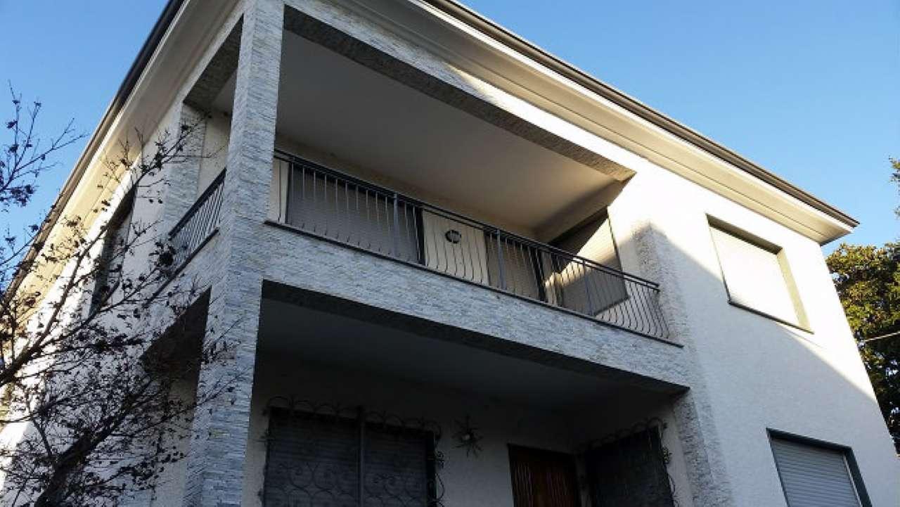 Villa in vendita a Gorla Minore, 5 locali, prezzo € 240.000 | Cambio Casa.it