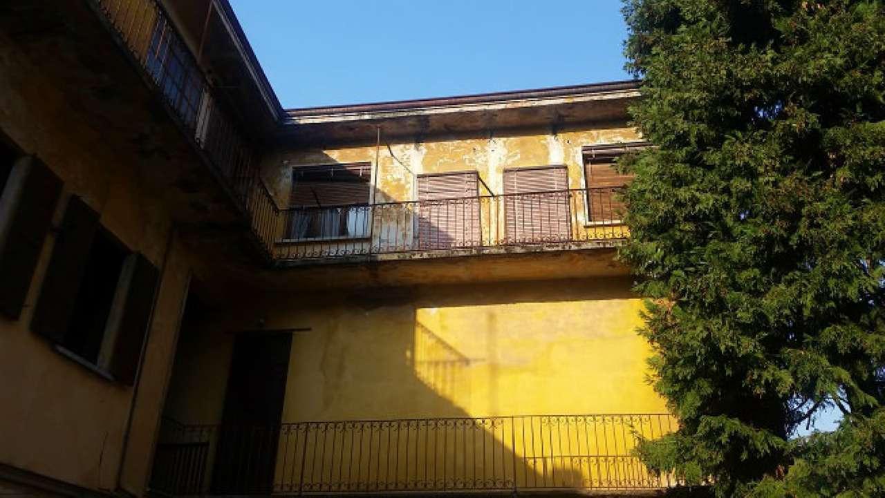 Soluzione Indipendente in vendita a Parabiago, 10 locali, prezzo € 250.000 | Cambio Casa.it