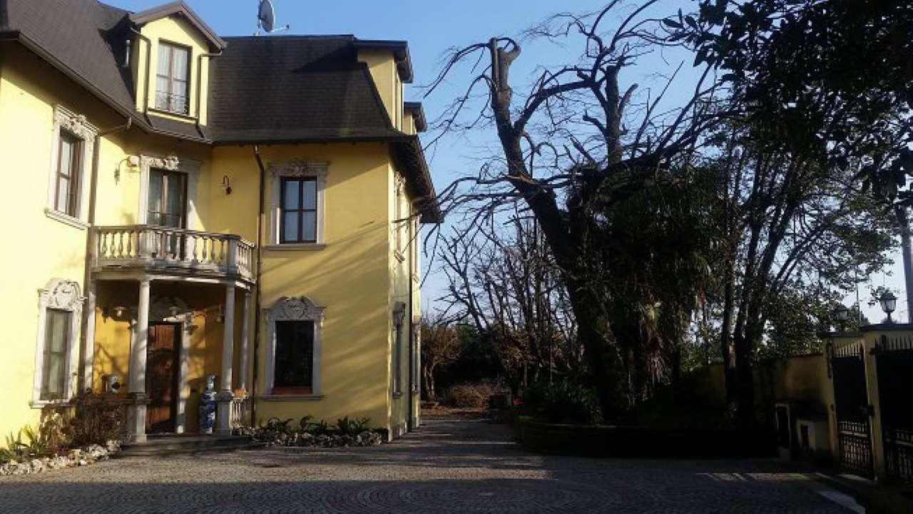 Villa in vendita a Cernusco Lombardone, 4 locali, Trattative riservate | Cambio Casa.it