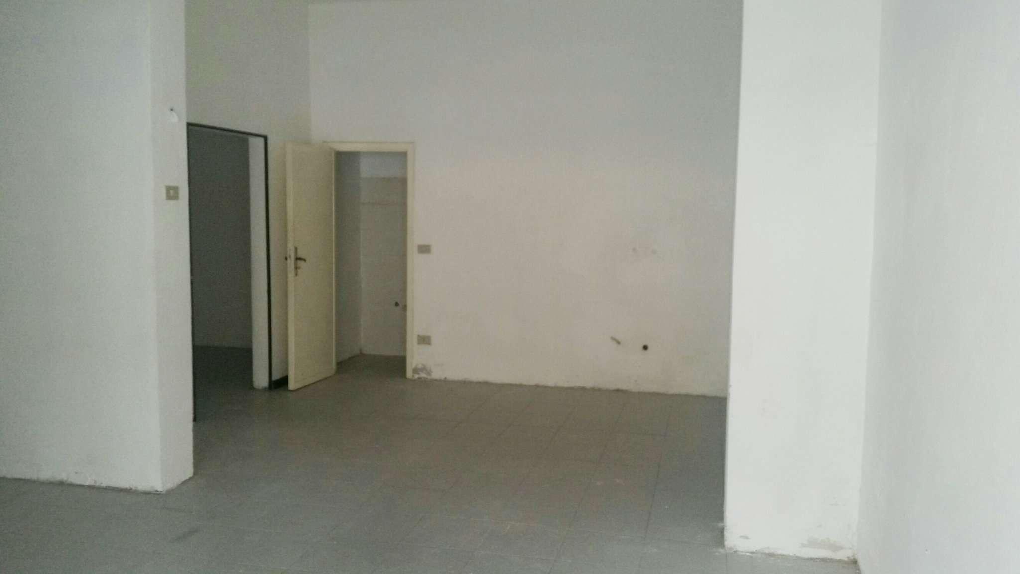 Negozio / Locale in vendita a Rimini, 3 locali, prezzo € 240.000   Cambio Casa.it
