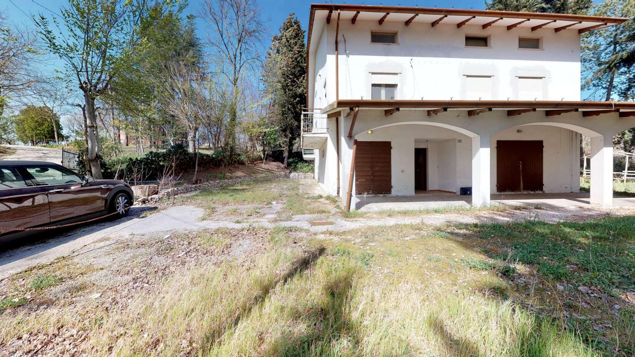 MOR01 Villa indipendente con ampia corte di proprietà