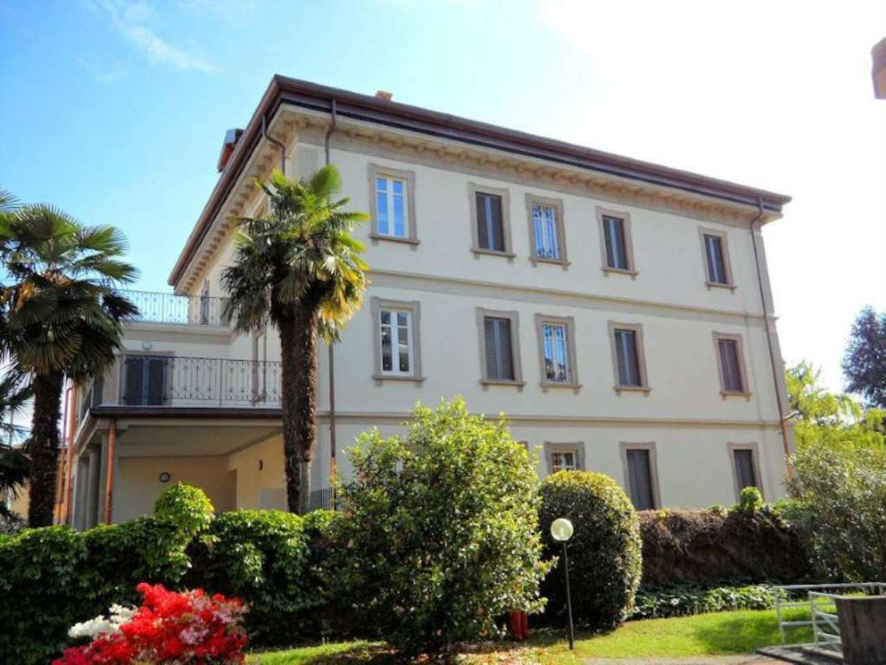 Bilocale Arona Via Cavour 2