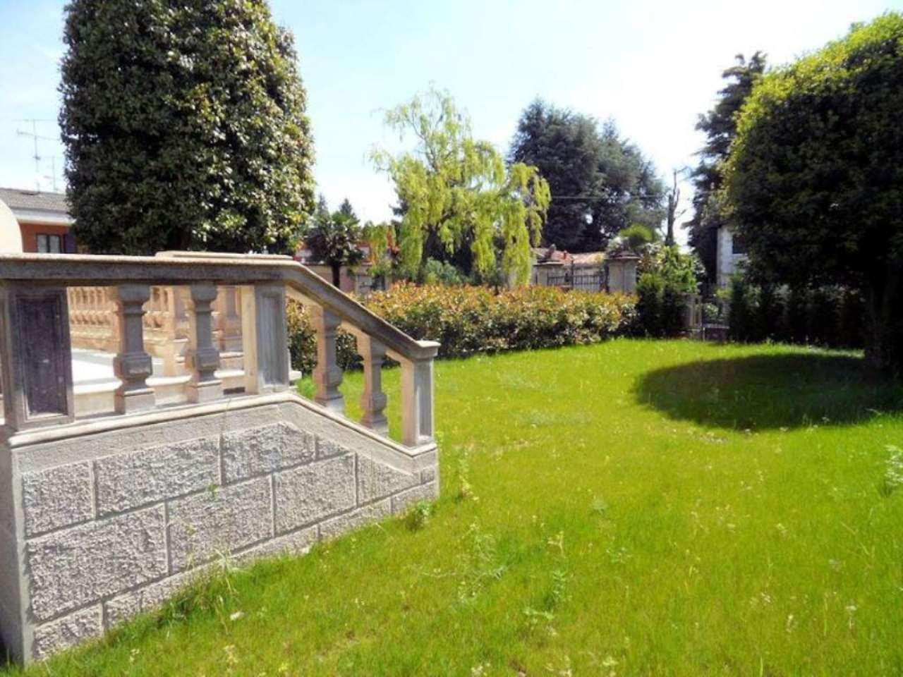 Bilocale Arona Via Cavour 5