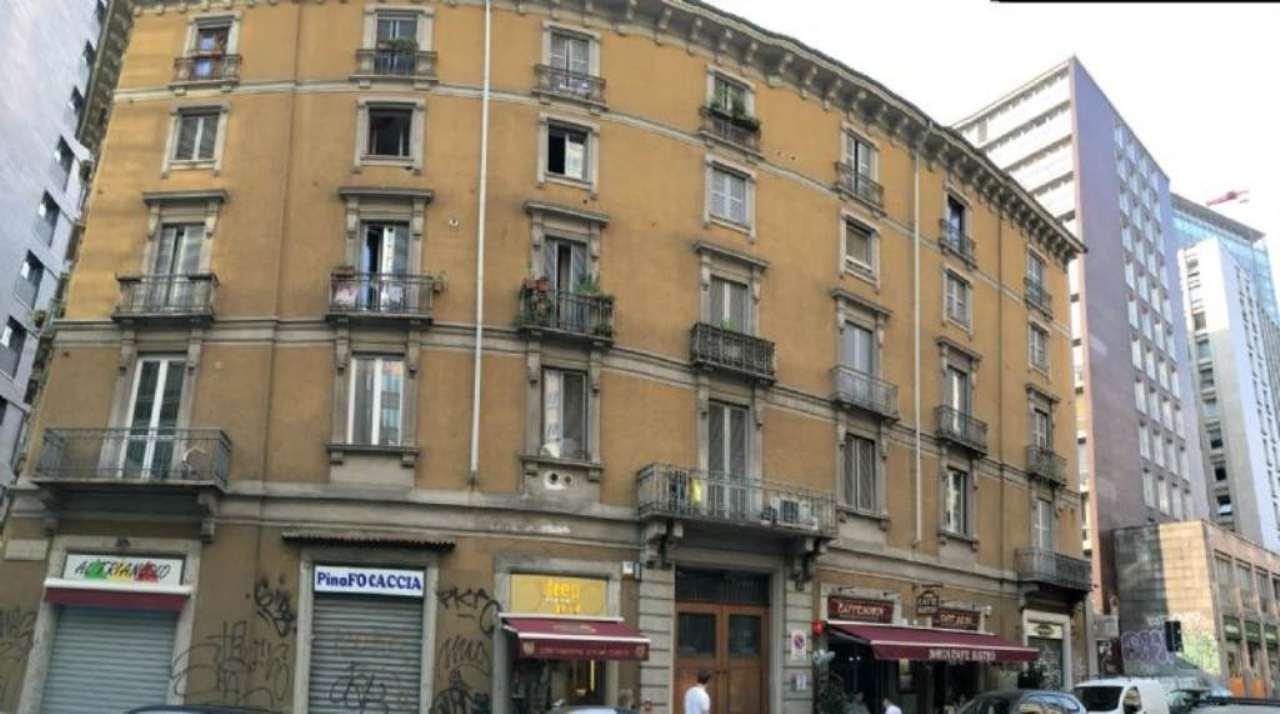 Bilocale Milano Via Fara 10