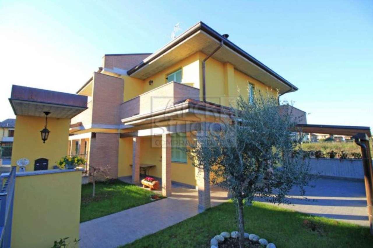 Villa in vendita a Casirate d'Adda, 4 locali, prezzo € 265.000   Cambio Casa.it