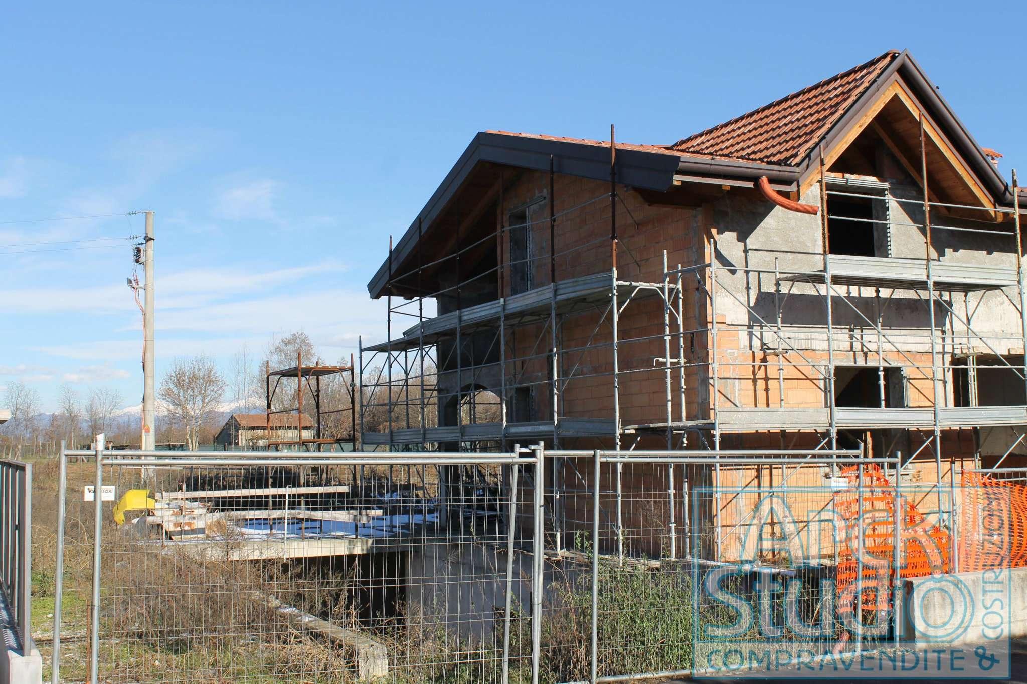 Villa in vendita a Cassano d'Adda, 6 locali, prezzo € 280.000 | CambioCasa.it