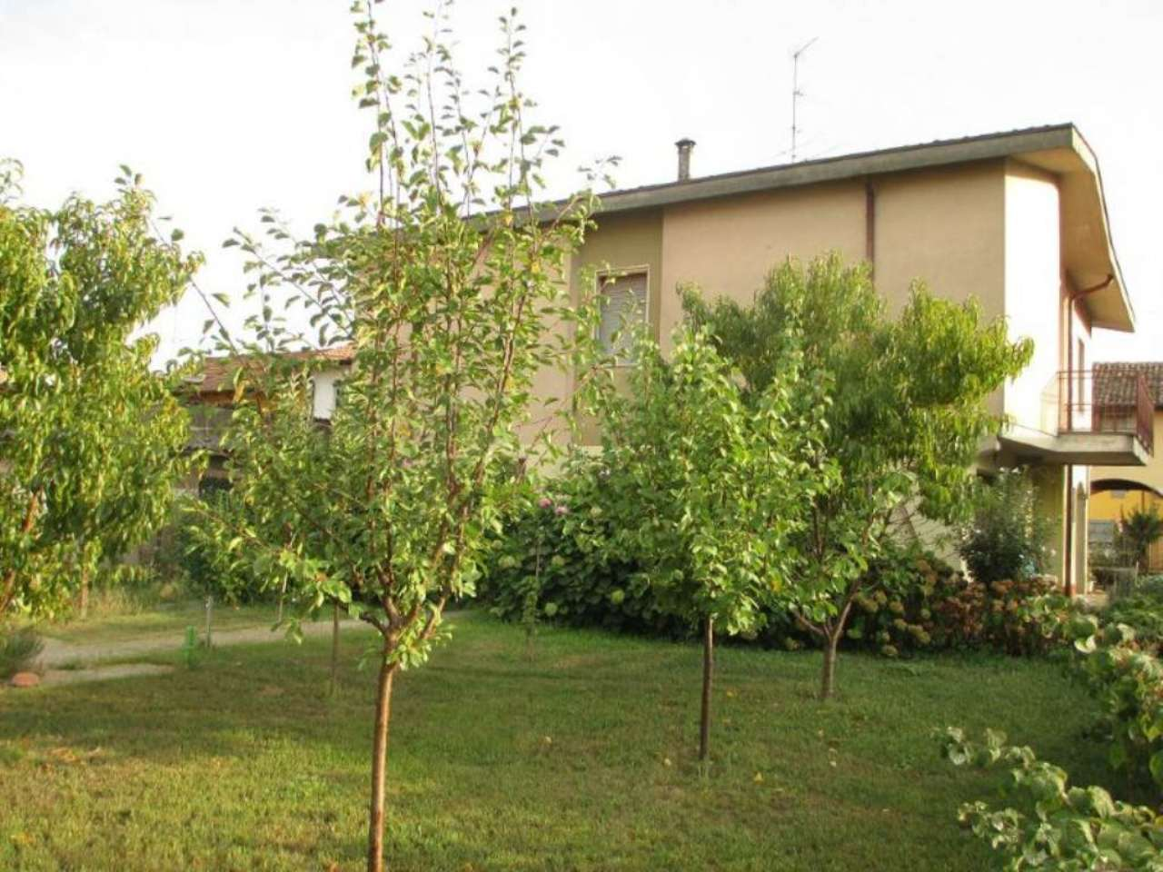 Villa in vendita a Soresina, 6 locali, prezzo € 175.000 | Cambio Casa.it