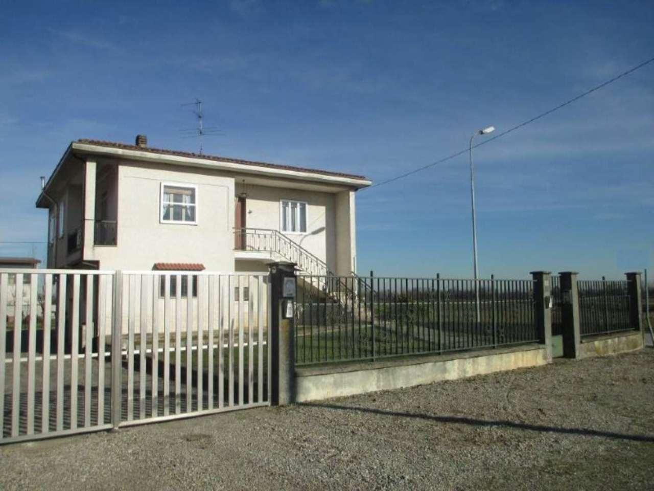 Villa in vendita a Casalmorano, 6 locali, prezzo € 245.000 | Cambio Casa.it