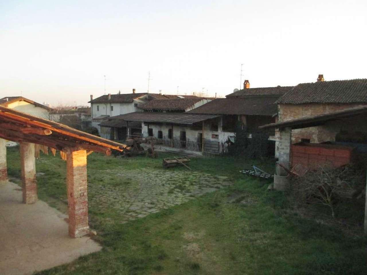 Rustico / Casale in vendita a Grumello Cremonese ed Uniti, 4 locali, prezzo € 199.000   CambioCasa.it