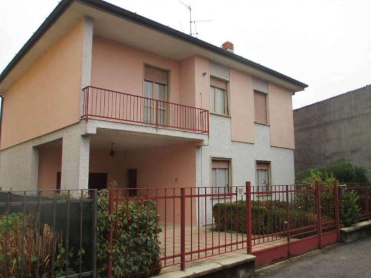 Villa in vendita a Soresina, 6 locali, prezzo € 160.000 | Cambio Casa.it