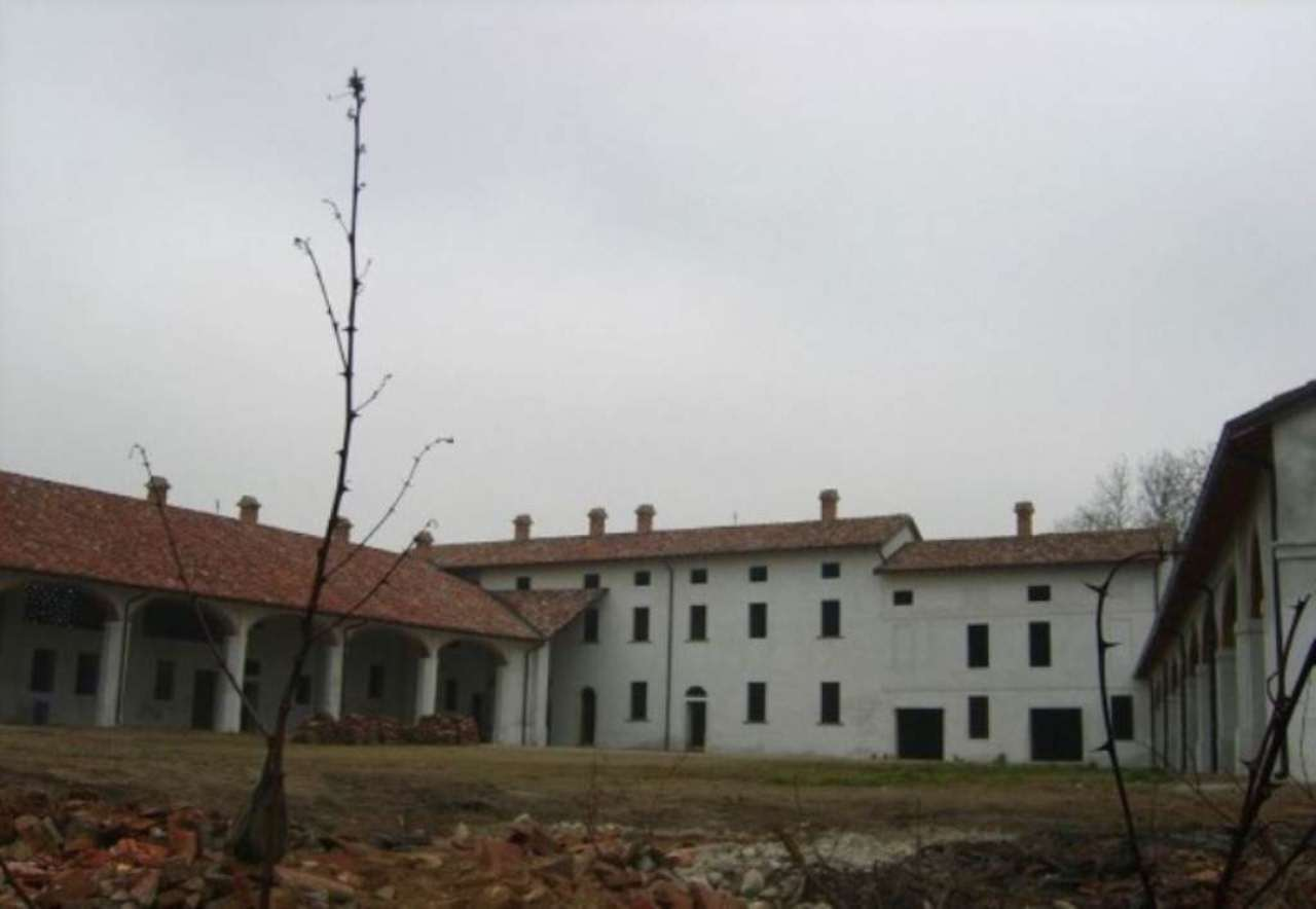 Rustico / Casale in vendita a Grumello Cremonese ed Uniti, 6 locali, Trattative riservate | CambioCasa.it