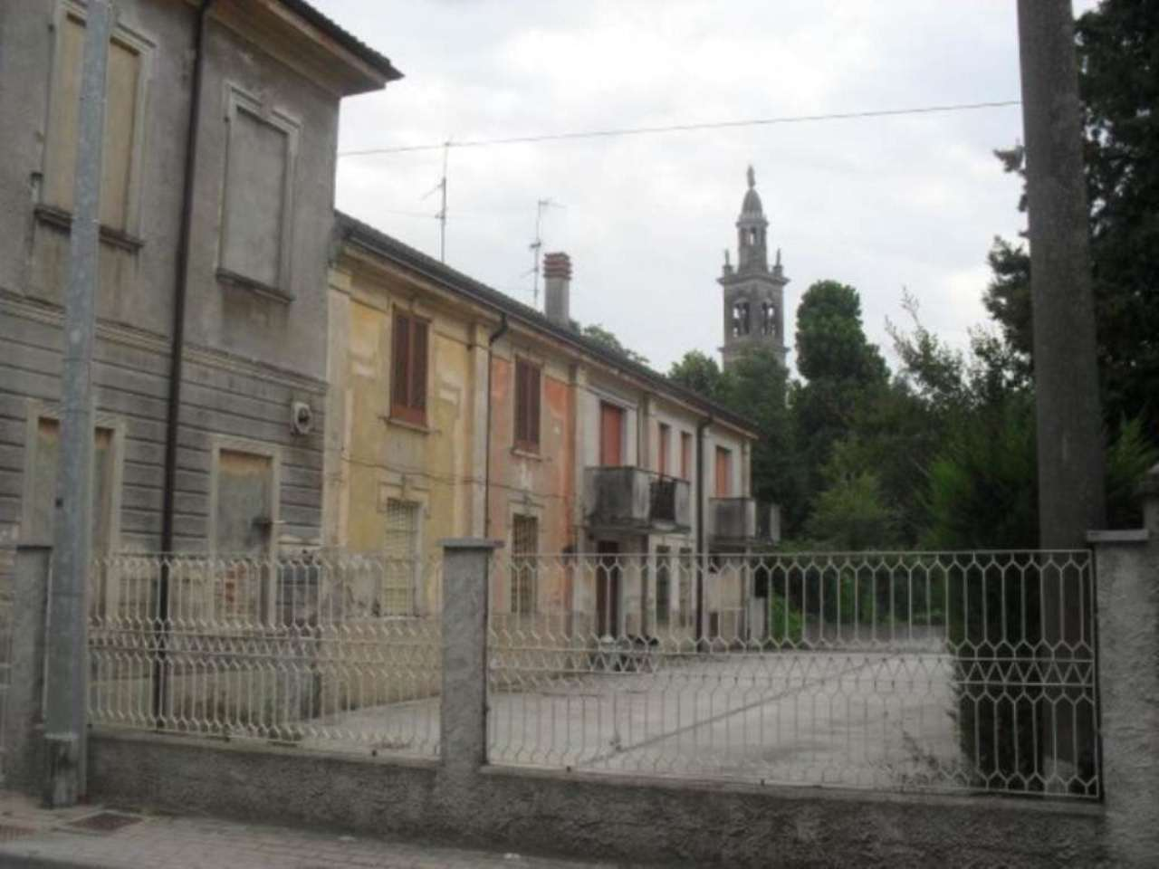 Palazzo / Stabile in vendita a Trigolo, 6 locali, prezzo € 180.000 | CambioCasa.it
