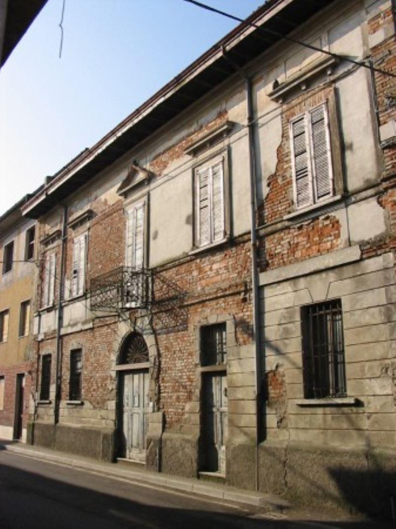 Palazzo / Stabile in Vendita a Casalmorano