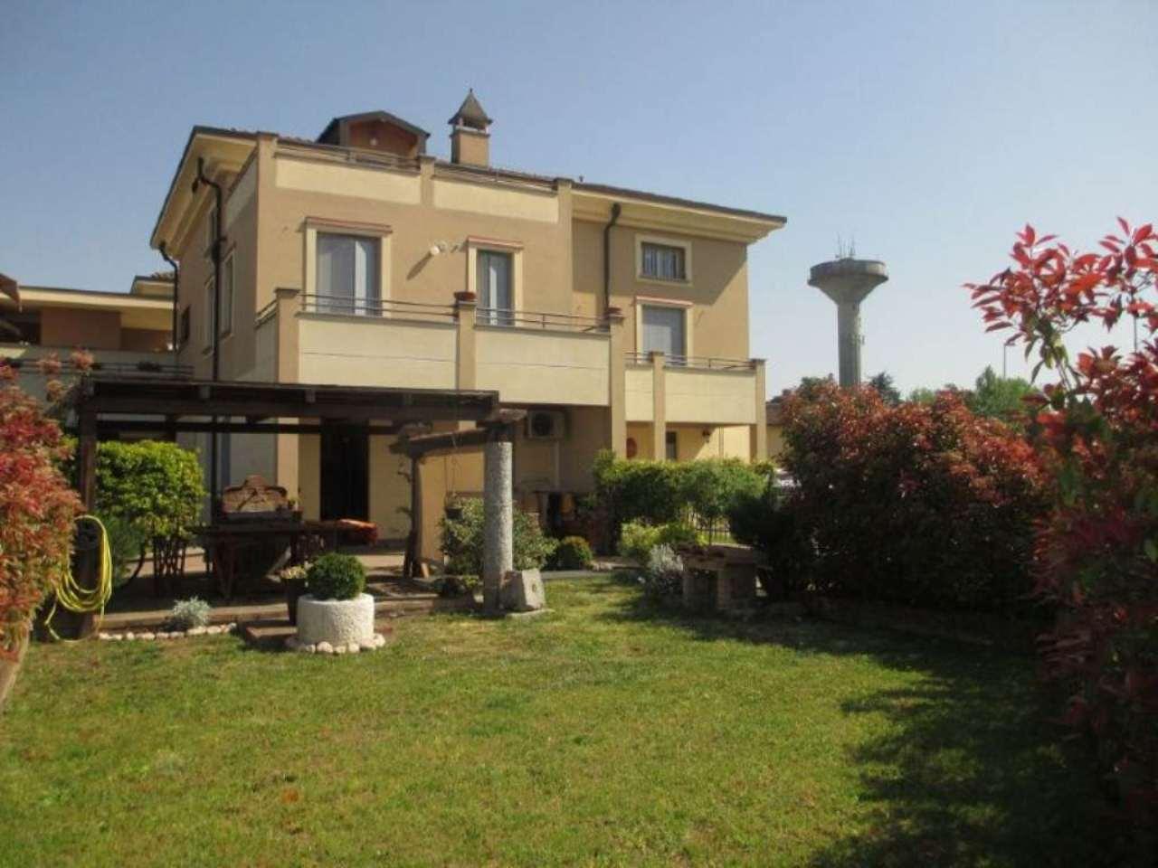 Villa in vendita a Soresina, 3 locali, prezzo € 155.000 | Cambio Casa.it