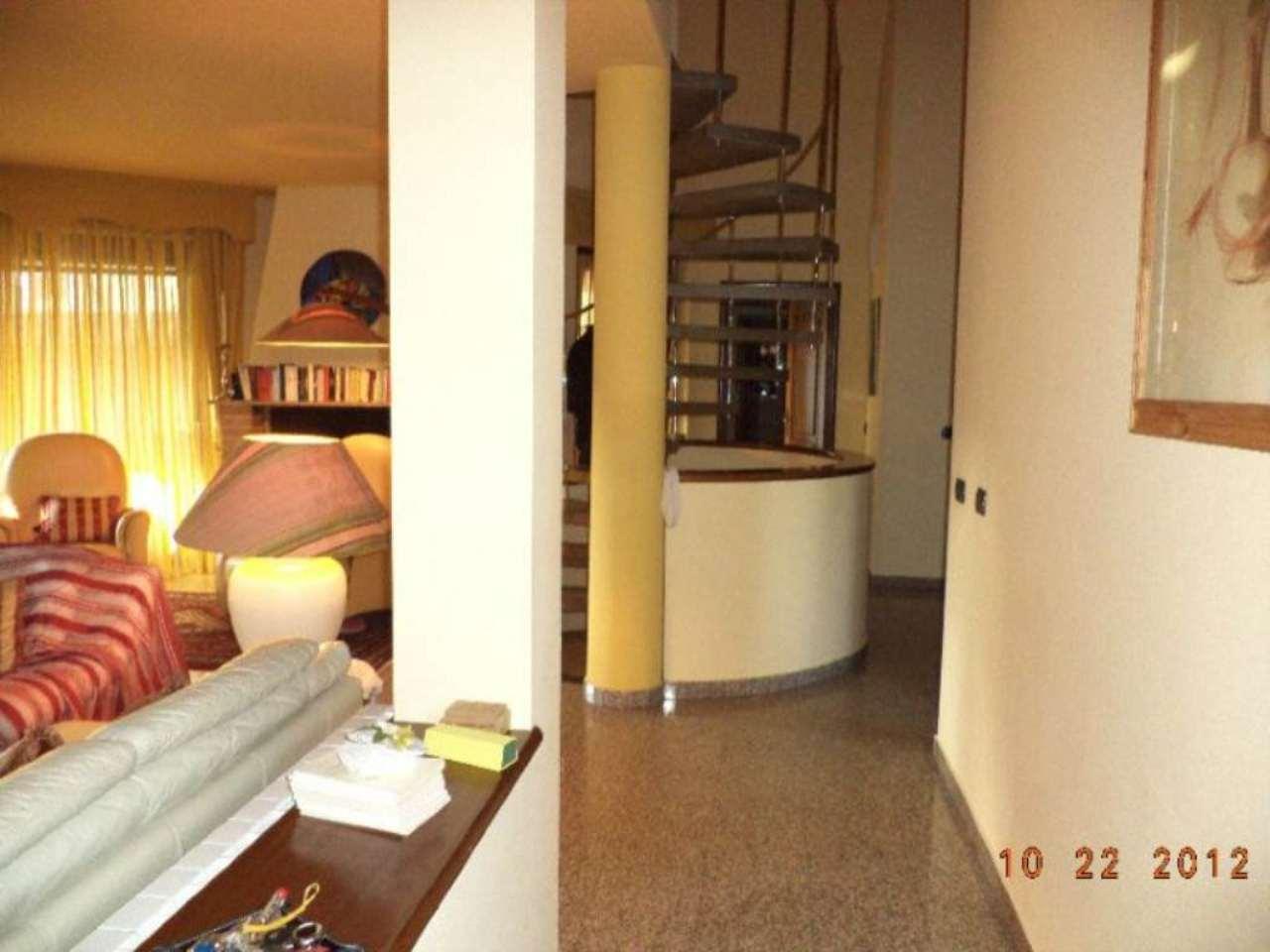 Villa in vendita a Trezzano sul Naviglio, 6 locali, prezzo € 700.000 | Cambio Casa.it