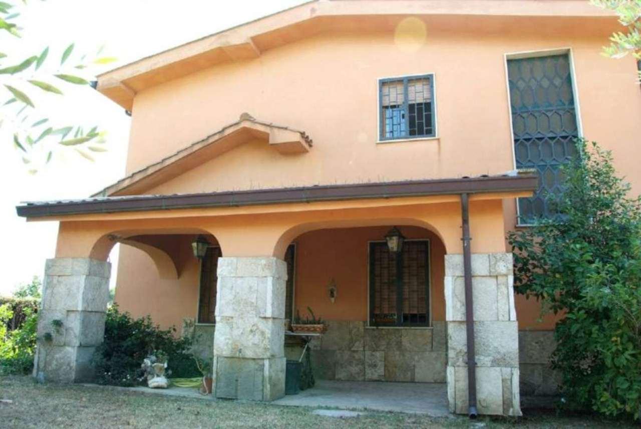 Villa in vendita a Marino, 6 locali, prezzo € 750.000 | Cambio Casa.it