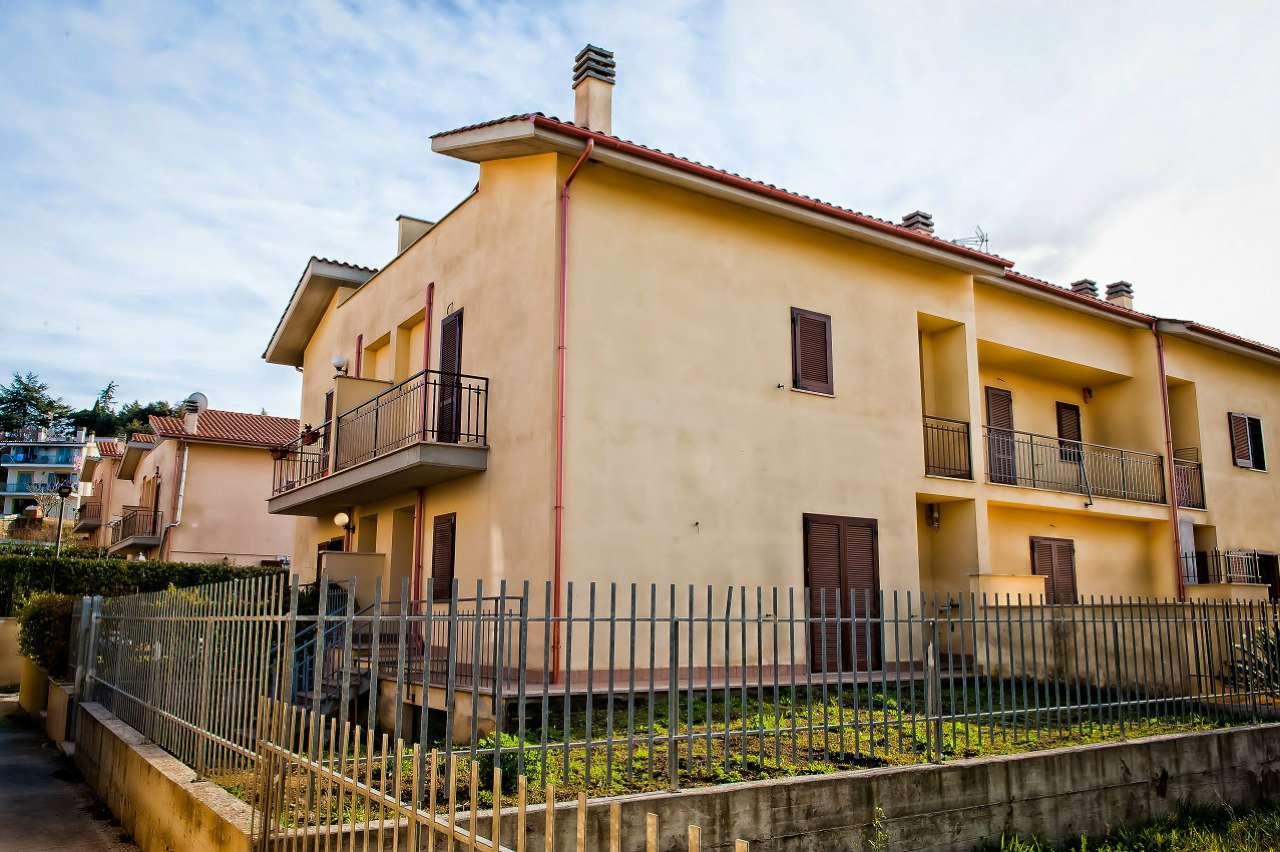 Soluzione Indipendente in vendita a Marino, 4 locali, prezzo € 250.000 | Cambio Casa.it