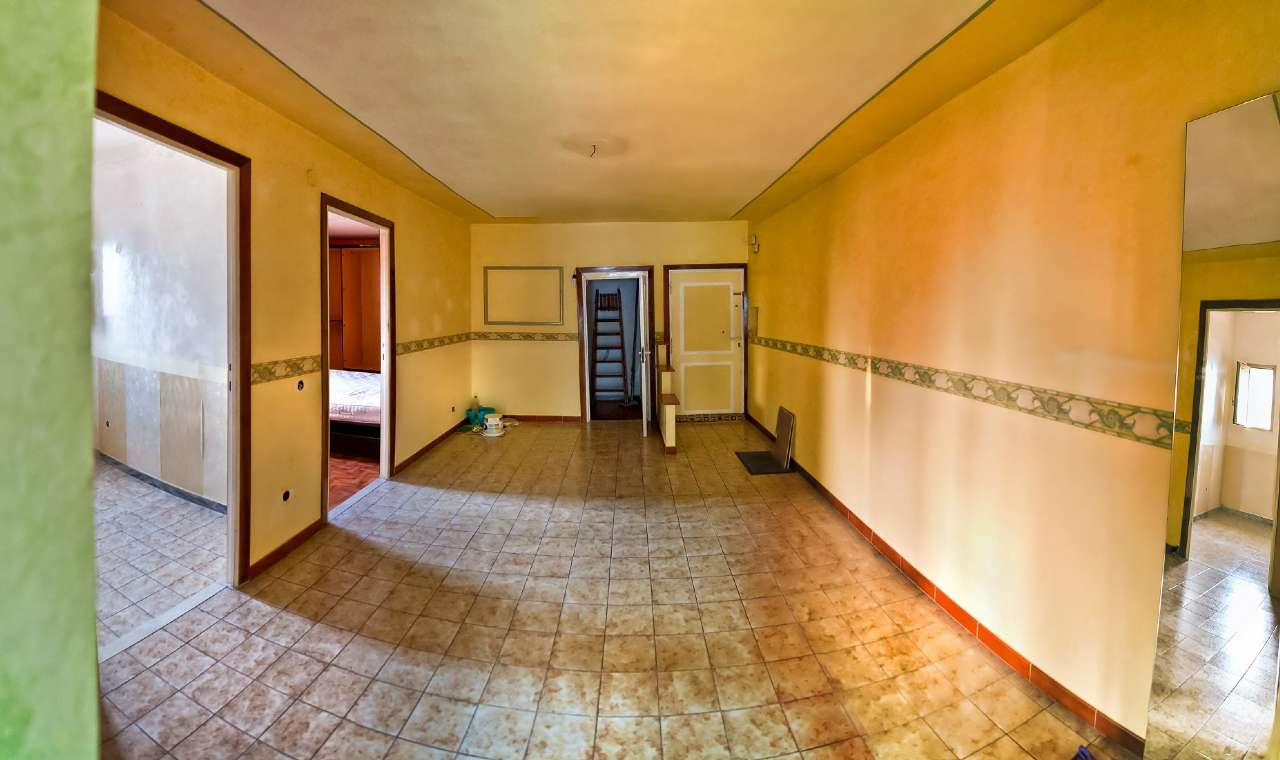 Appartamento in vendita a Marino, 3 locali, prezzo € 95.000   CambioCasa.it