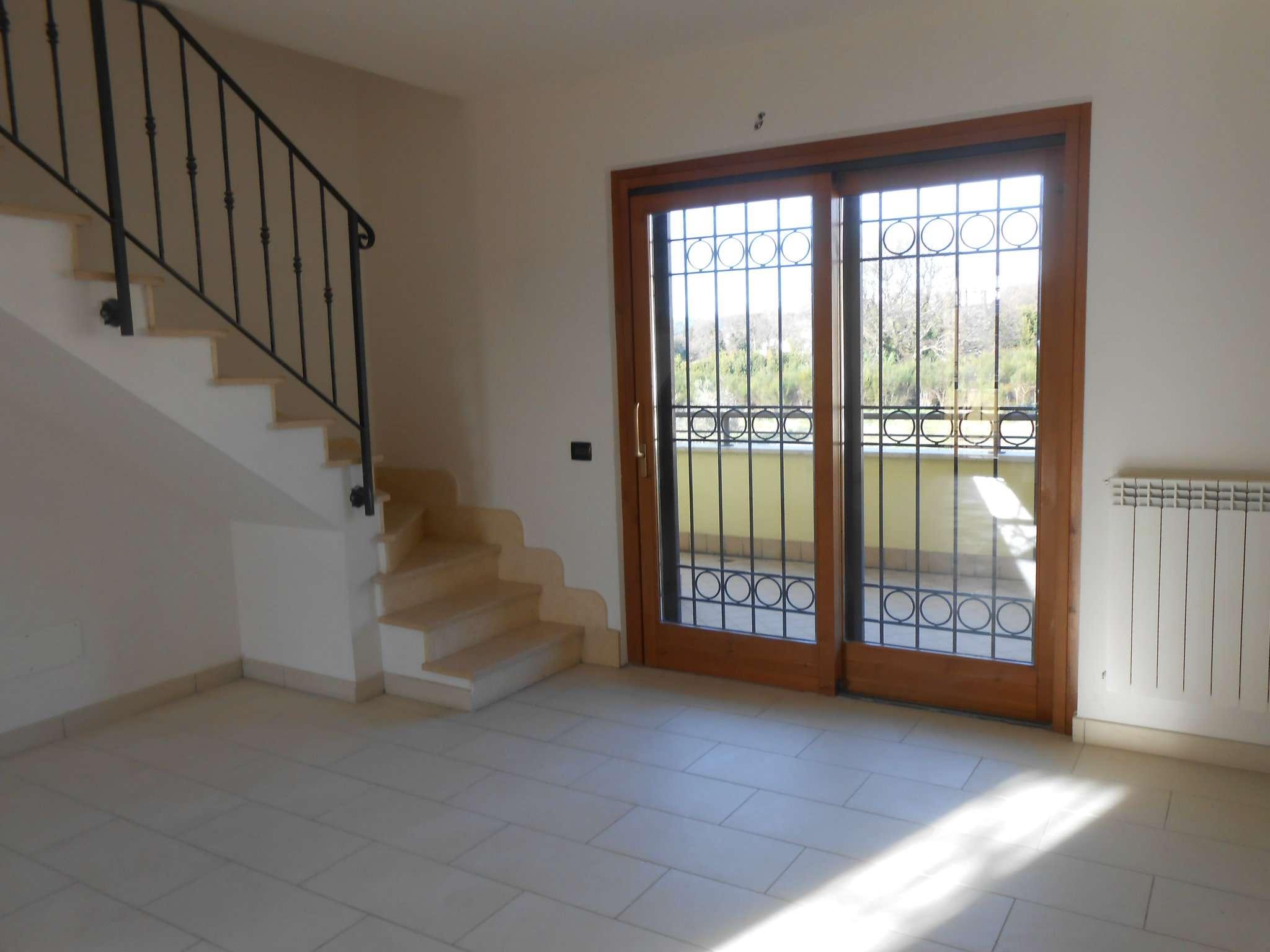 Appartamento in vendita a Rocca di Papa, 4 locali, prezzo € 225.000 | CambioCasa.it
