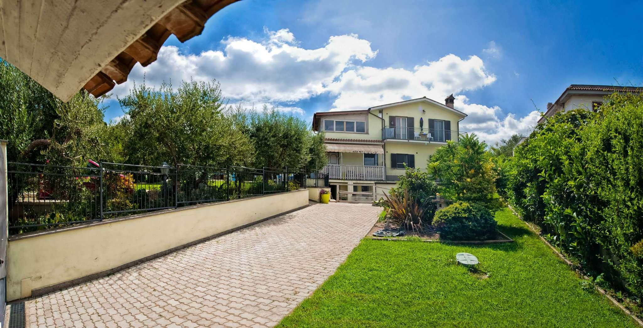 Villa in vendita a Marino, 8 locali, prezzo € 399.000 | CambioCasa.it