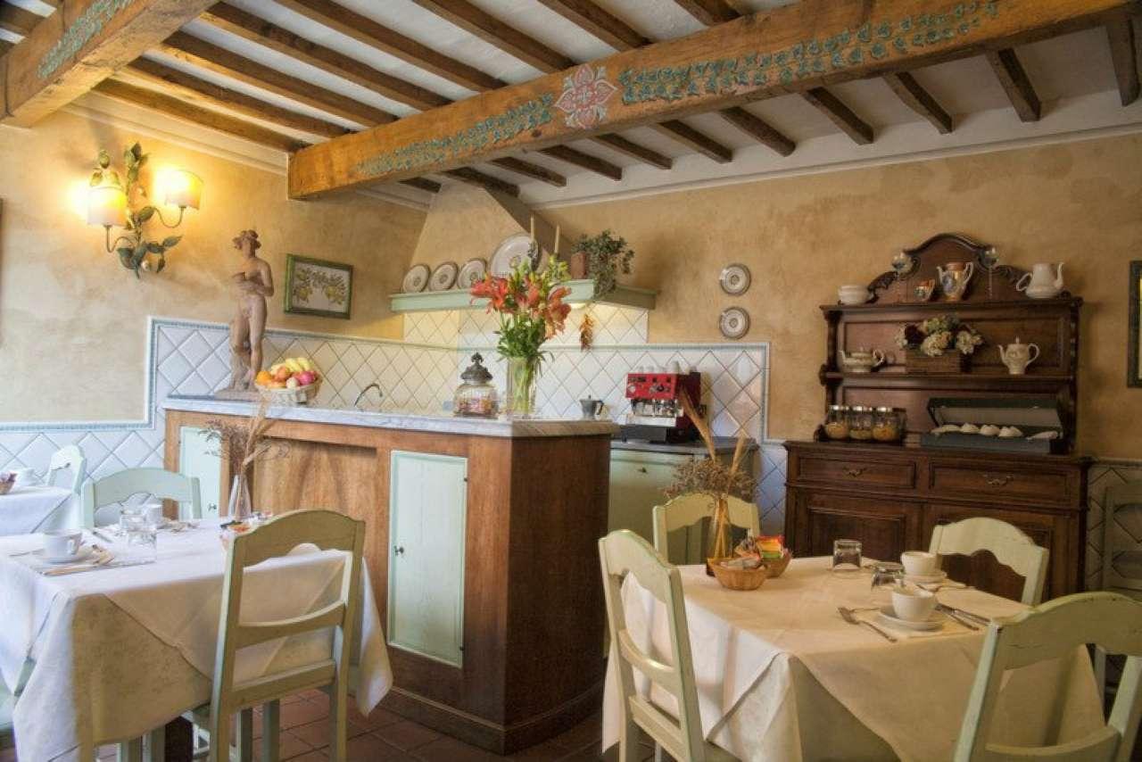 Palazzo / Stabile in vendita a Fiesole, 10 locali, prezzo € 700.000 | CambioCasa.it