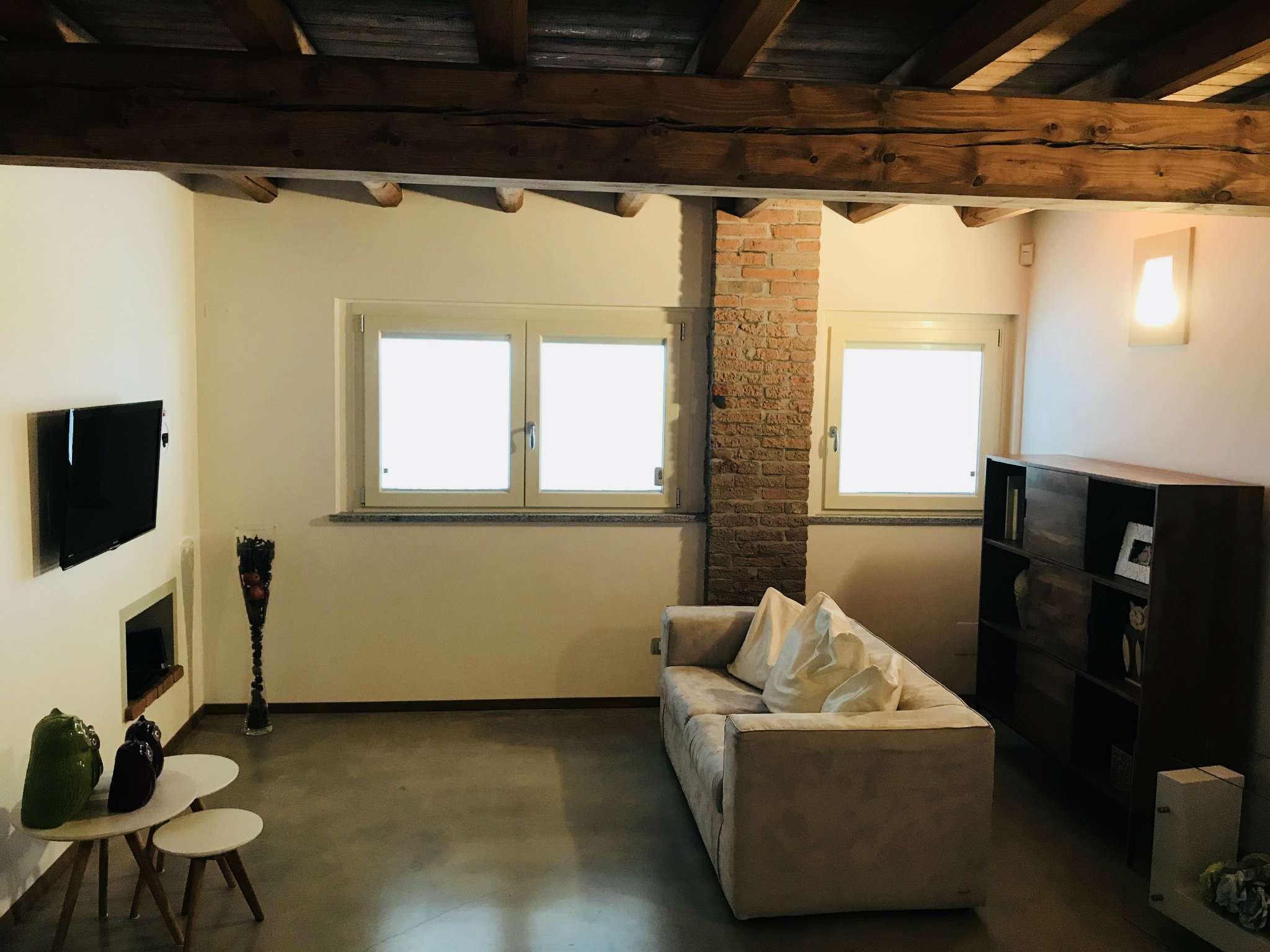 Casa indipendente quadrilocale in vendita a Calendasco (PC)