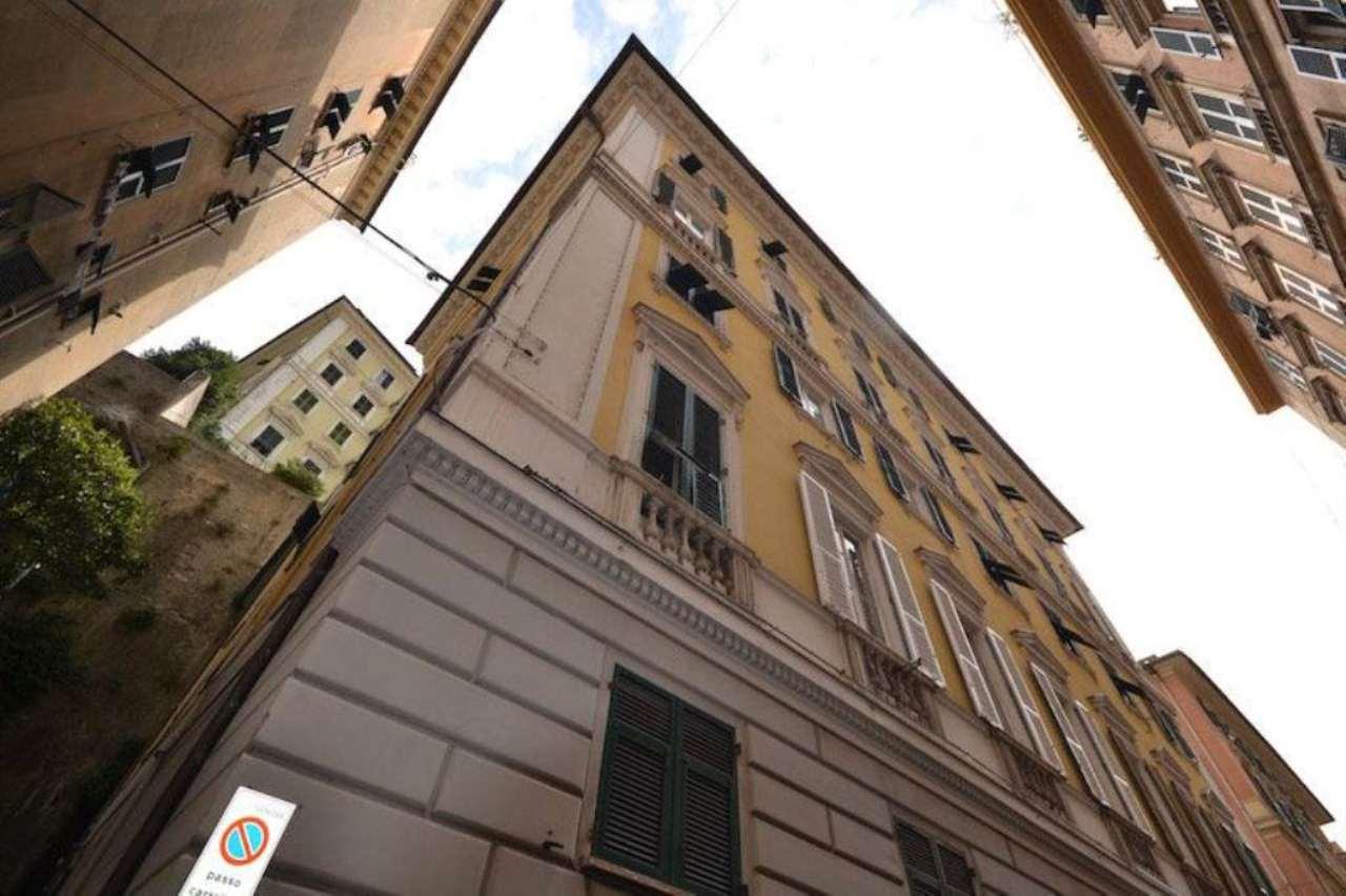 Bilocale Genova Via Caffaro 11