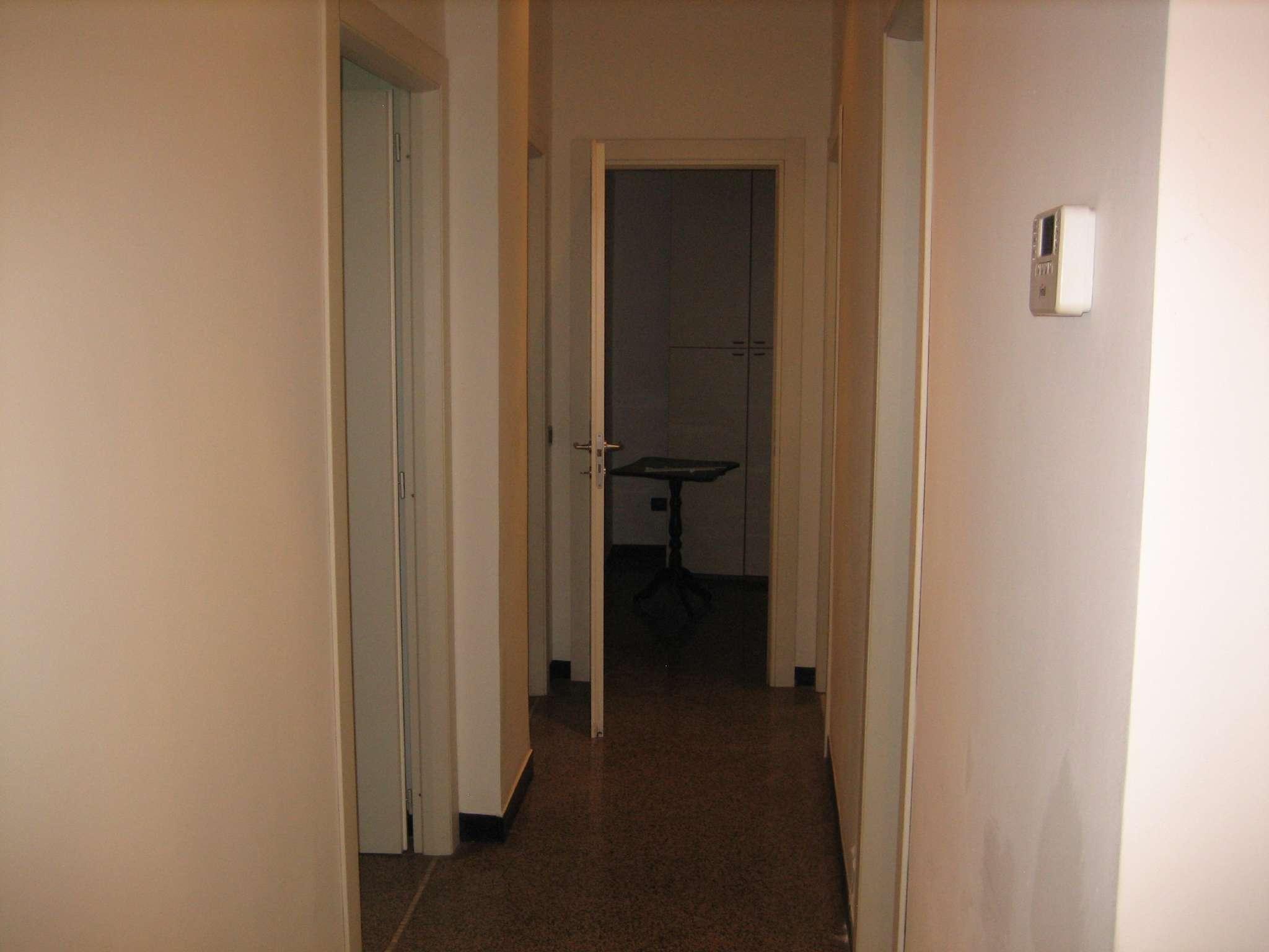Appartamento in affitto a Genova, 5 locali, zona Zona: 4 . S.Fruttuoso-Borgoratti-S.Martino, prezzo € 1.000 | CambioCasa.it