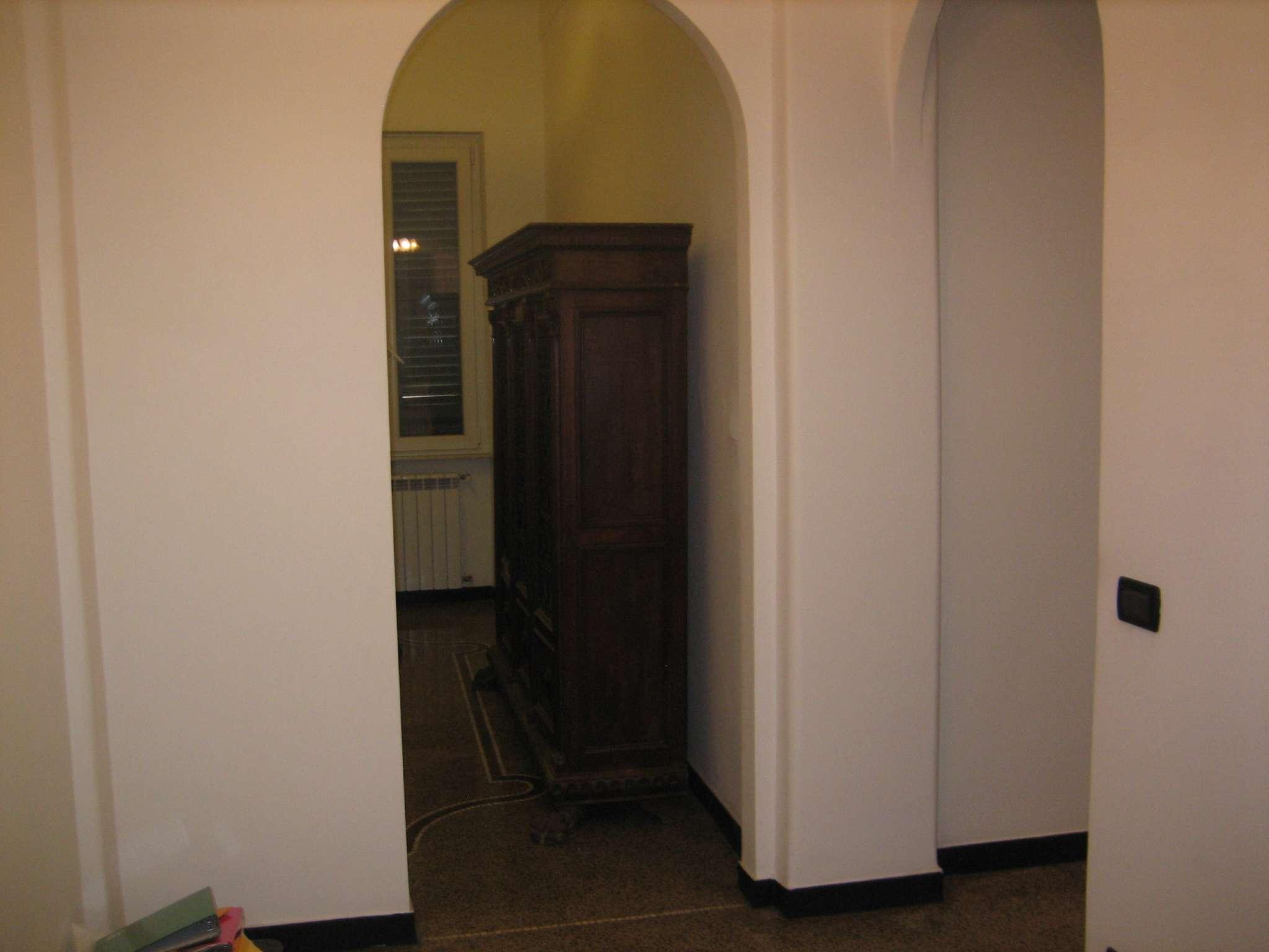 Ufficio / Studio in affitto a Genova, 6 locali, zona Zona: 4 . S.Fruttuoso-Borgoratti-S.Martino, prezzo € 1.000 | CambioCasa.it