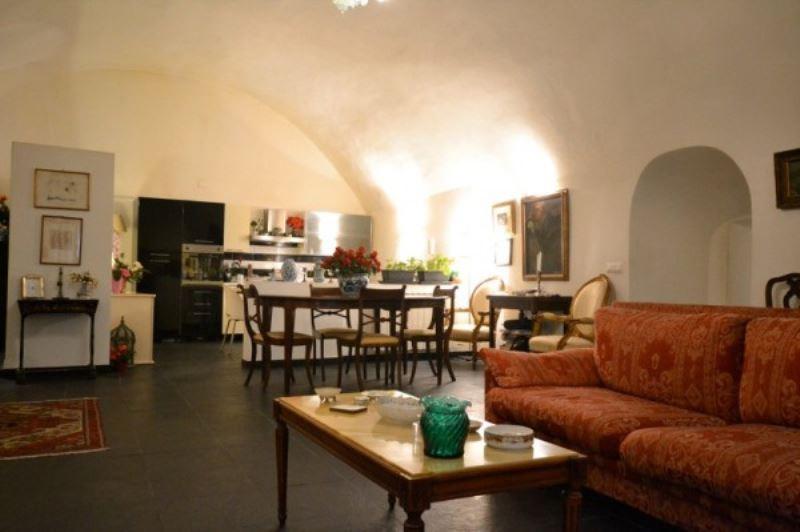 5 locali in vendita a Genova in Via Di Santa Croce