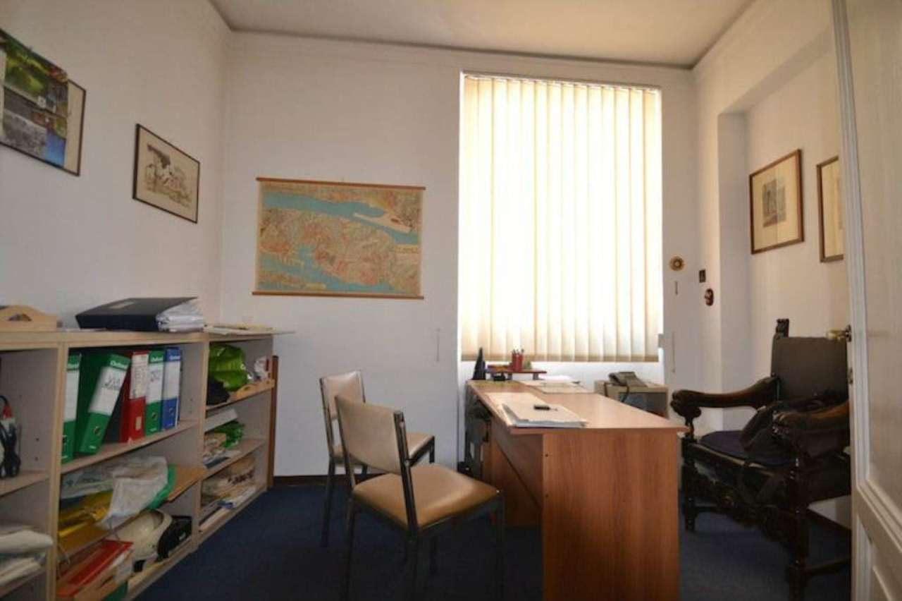 Ufficio / Studio in affitto a Genova, 5 locali, zona Zona: 1 . Centro, Centro Storico, prezzo € 700   CambioCasa.it