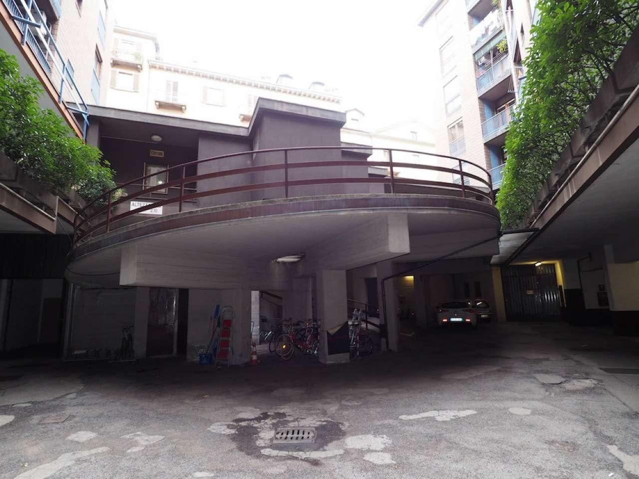 Foto 1 di Box / Garage corso Principe Eugenio  1, Torino (zona Centro)