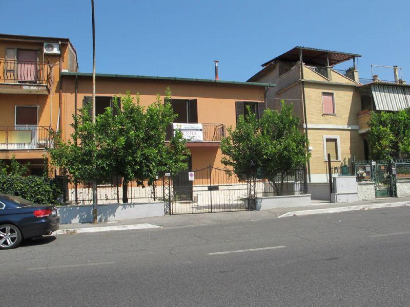 Appartamento in vendita a Mentana, 4 locali, prezzo € 130.000 | Cambiocasa.it