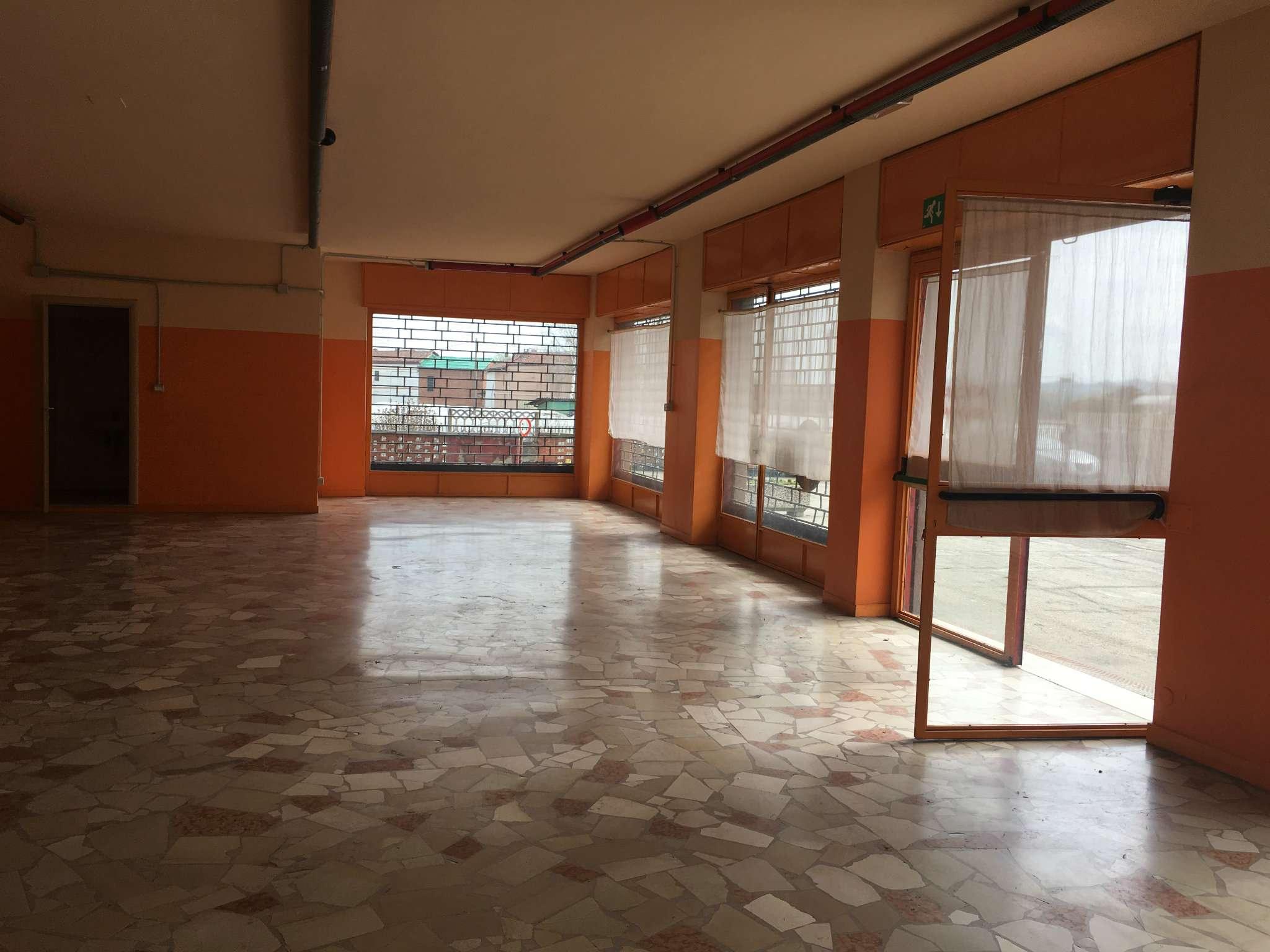 Negozio / Locale in affitto a Asti, 2 locali, prezzo € 1.300 | Cambio Casa.it