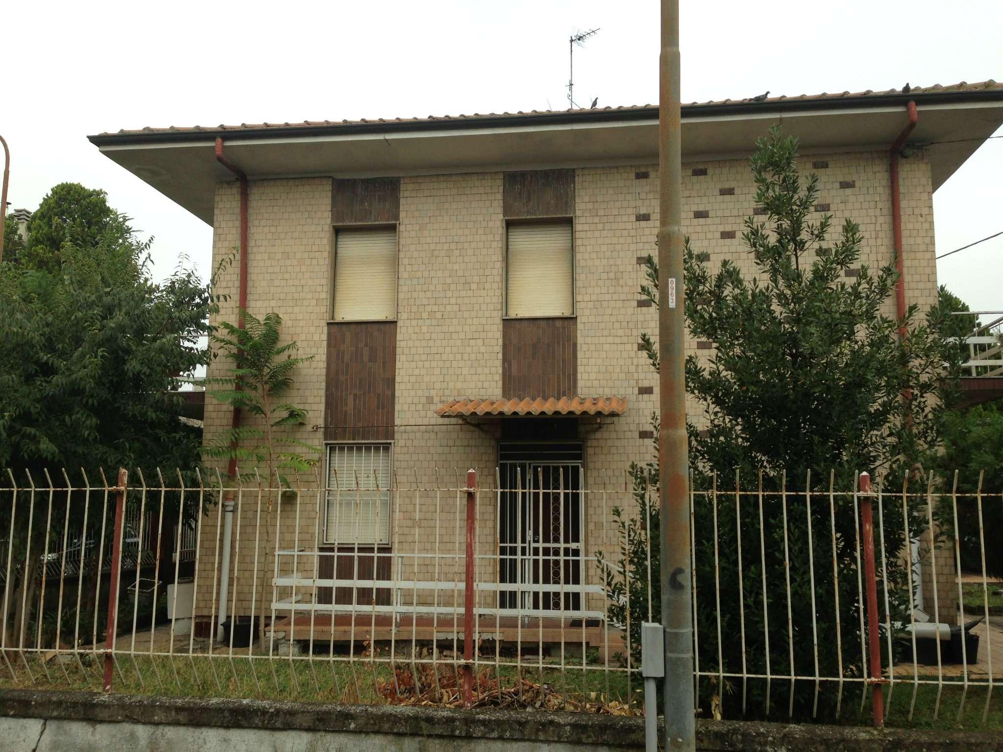 Soluzione Indipendente in vendita a Tortona, 18 locali, prezzo € 230.000 | CambioCasa.it