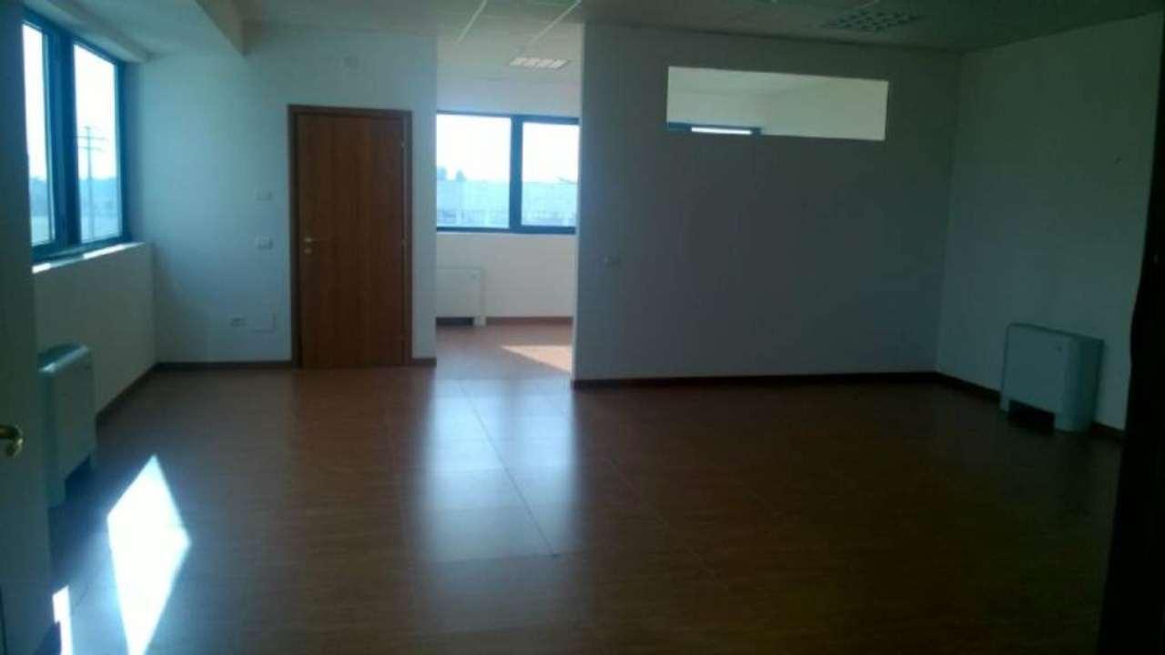 Ufficio / Studio in affitto a Tribiano, 3 locali, prezzo € 700 | Cambio Casa.it