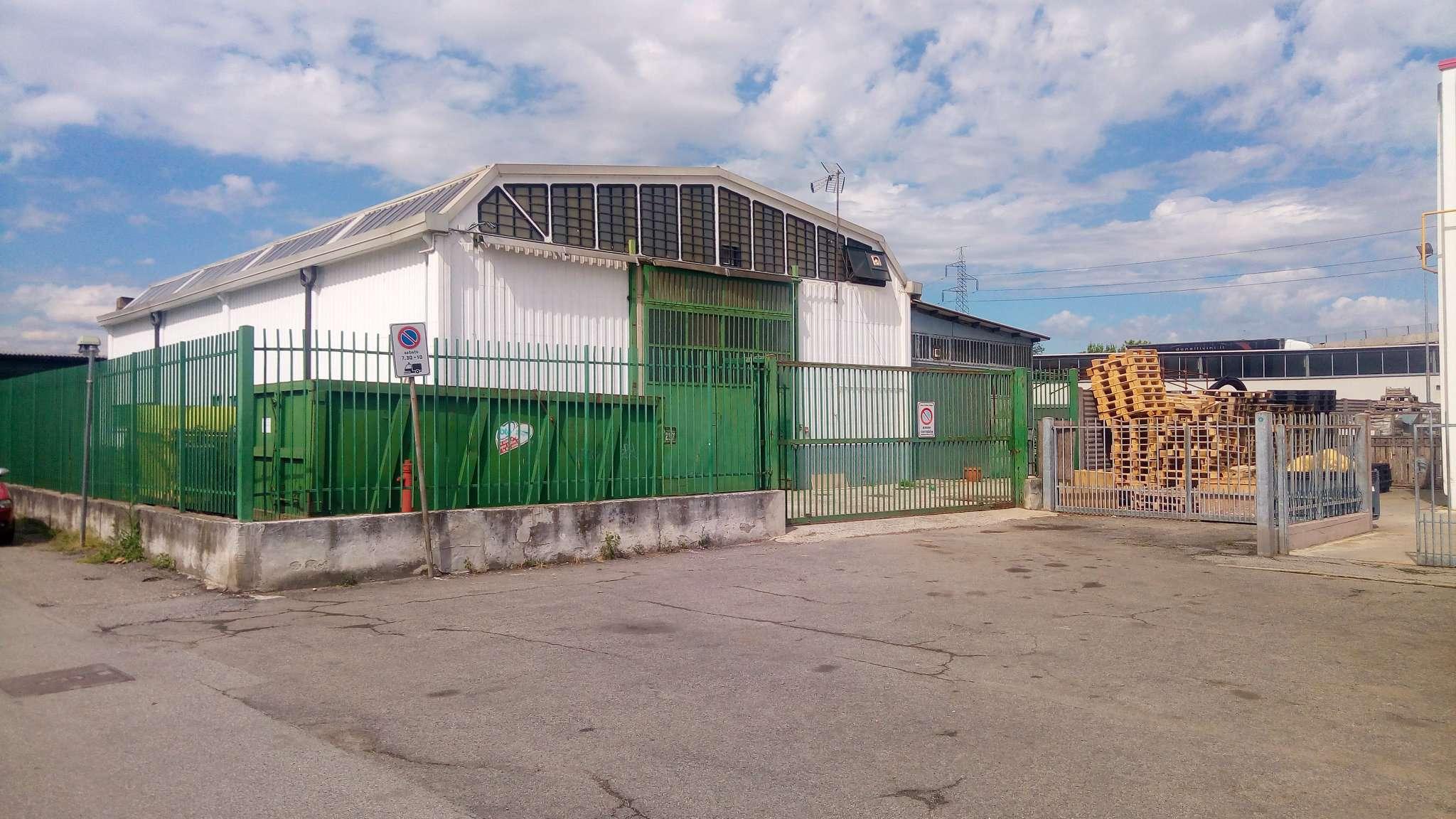 Capannone in vendita a San Donato Milanese, 9 locali, prezzo € 370.000 | CambioCasa.it