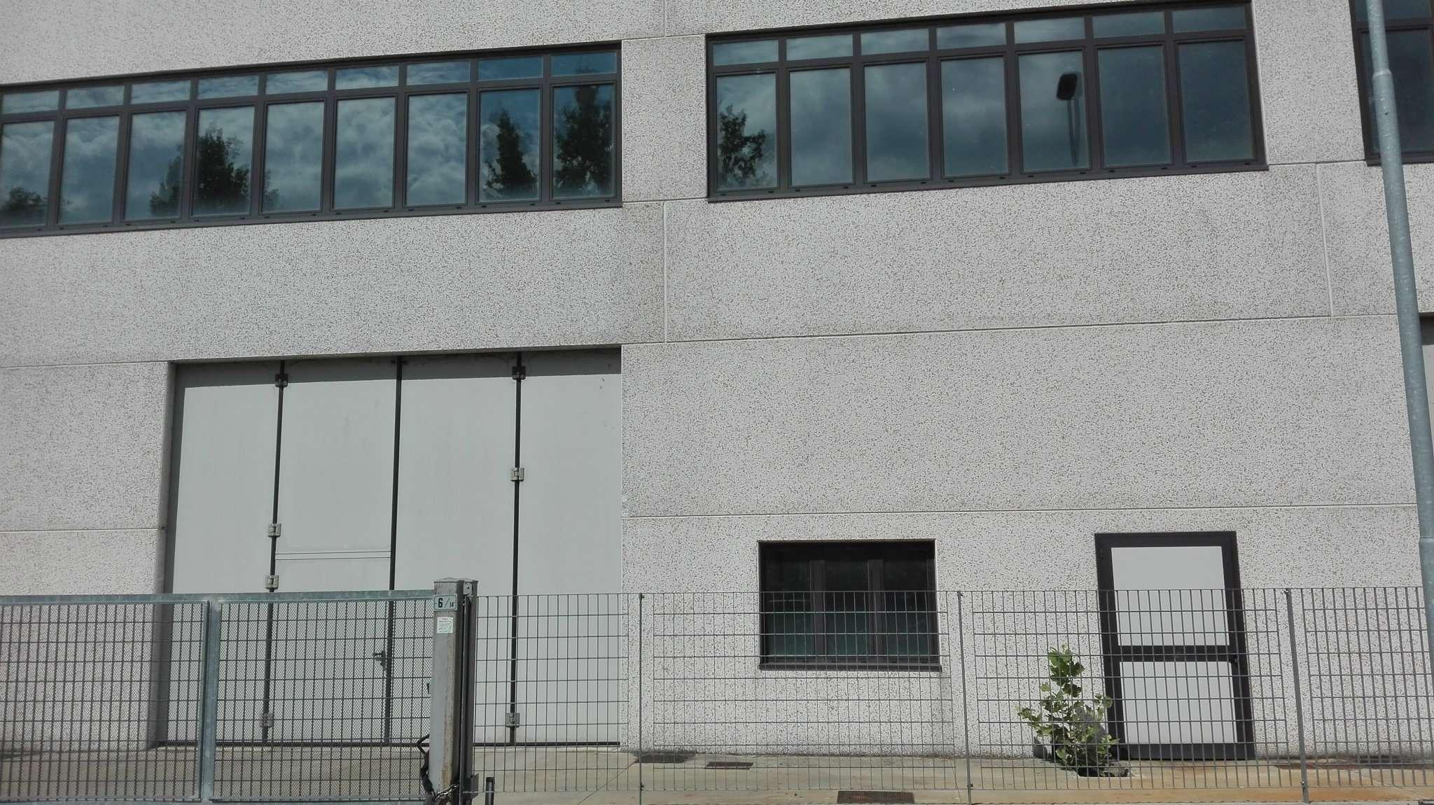 Capannone in affitto a Peschiera Borromeo, 6 locali, prezzo € 2.350 | CambioCasa.it