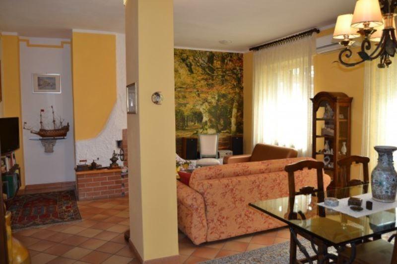 Appartamento in vendita a Grugliasco, 4 locali, prezzo € 190.000   Cambiocasa.it