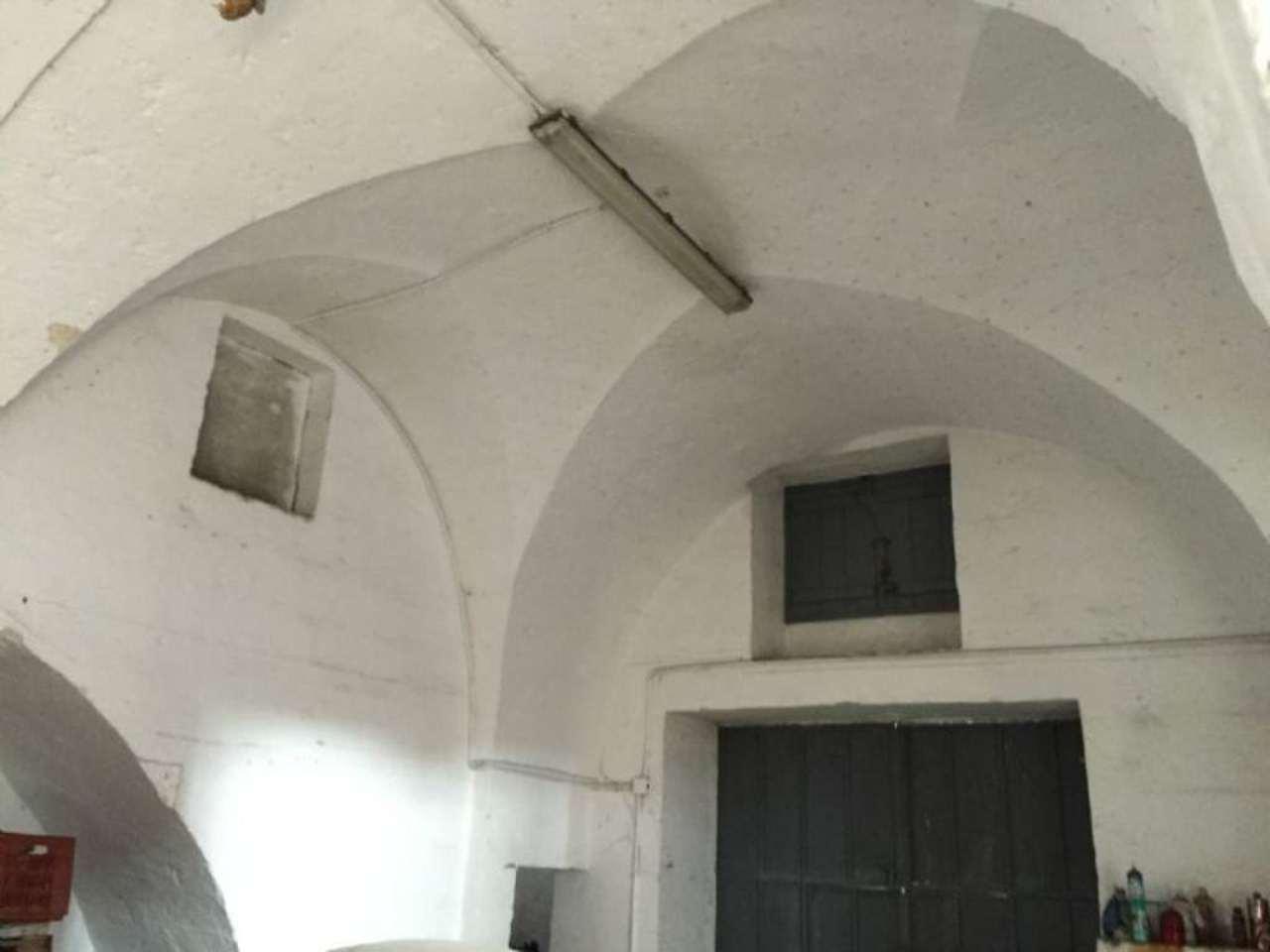 Magazzino in Vendita a Fasano Semicentro: 3 locali, 420 mq